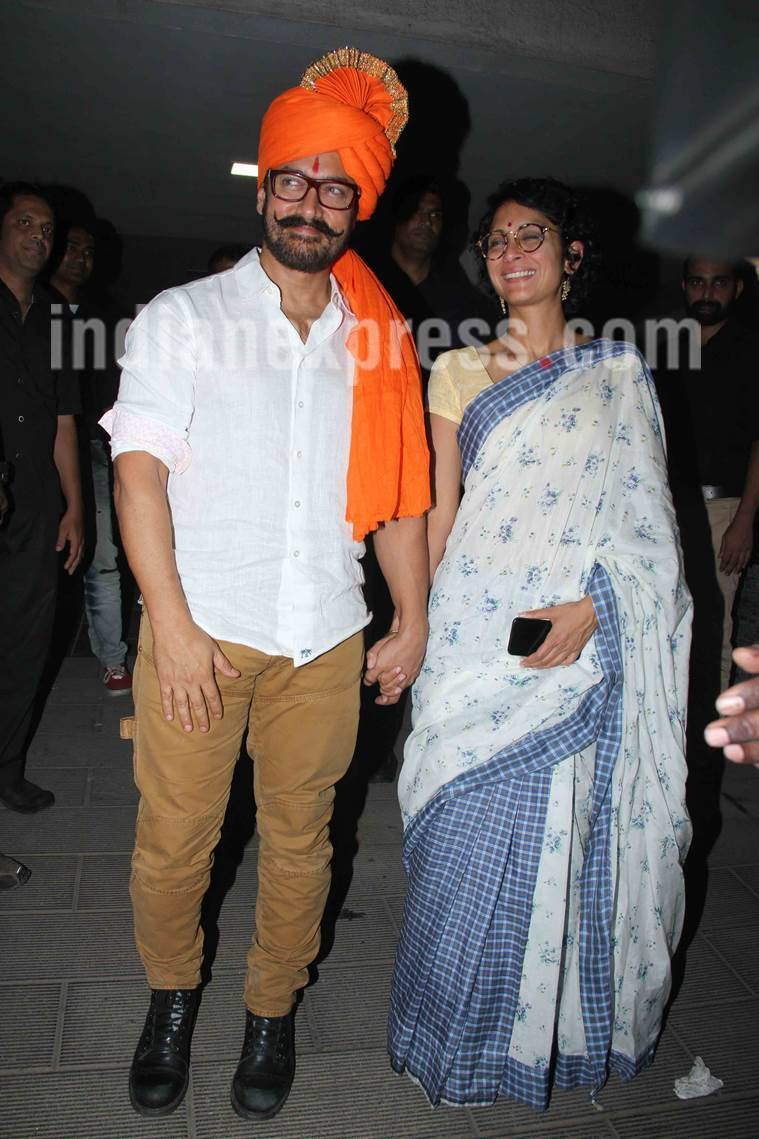 Aamir Khan, Aamir Khan Birthday, Aamir Khan 52nd Birthday, Shah Rukh Khan wished Aamir Khan on his bday, who wished aamir khan on his birthday, Aamir khan and shah rukh khan meet, aamir khan and shah rukh pictures, aamir khan and shah rukh khan updates,