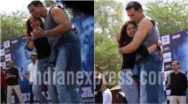 akshay kumar, akshay kumar fan, akshay kumar hugged fan, akshay kumar fan moment, akshay kumar fan cries, akshay kumar gargi college, akshay kumar taapsee pannu, akshay taapsee romantic song, naam shabana promotions, naam shabana pictures, manoj bajpayee, akshay kumar action, akshay kumar college students, akshay kumar films, indian express news, entertainment news