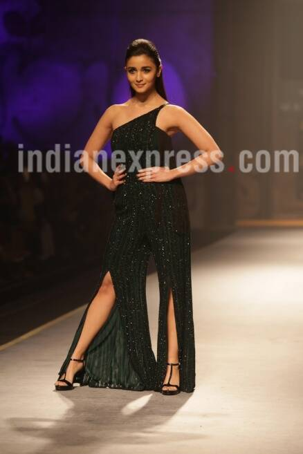 Alia Bhatt, alia bhatt fashion show, alia bhatt amazon fashion show, alia bhatt amazon fashion show 2017,