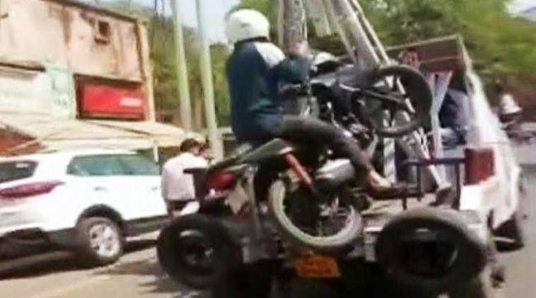 man on bike towed away, kanpur man on bike towed away, kanpur police tows away man on bike, kanpur police takes away bike with man