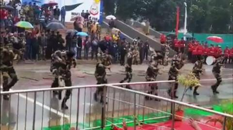 bsf officers dance, bsf officers dace video viral, bsf men and women officers dance viral, bsf men and women officers dance attari-wagah border video, attari-wagah border bsf dance viral, indian express, indian express news