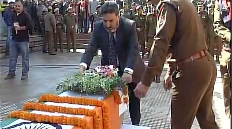 Wreath laying ceremony of constable Manzoor Ahmed who lost his life in an encounter with militants in Tral. (Source: ANI)