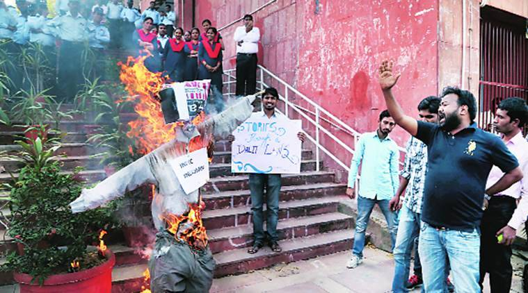 Clash between police and JNU students during the protest