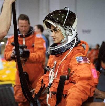 kalpana chawla, kalpana chawla death, kalpana chawla, life, first indian woman astronaut, kalpana chawla space, kalpana chawla background, kalpana chawla news, kalpana chawla birthday, who is kalpana chawla, india news, indian express news