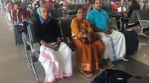 kerala, kerala nri in gulf, kerala traditional attire, kerala man tradition attire for parents post, son wear traditional clothes for father, children old parents post, viral post, trending news, india news, latest news, indian express
