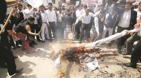 Delhi: Thousands of lawyers hold protest
