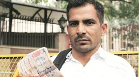 Outside RBI: Soldier back from Siachen to man who found old notes his father left in locker