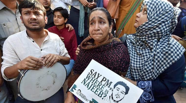 Delhi university, DU, DU protests, DU students protest, DU students protest march, protest march, DU march, Ramjas row, umar khalid, JNU students, Najeeb ahmed, JNU missing student, missing JNU student, Najeeb's mother, ABVP, india news, indian express news
