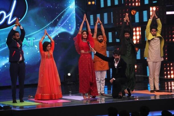 Shilpa Shetty took a yoga class on Indian Idol 9. See pics