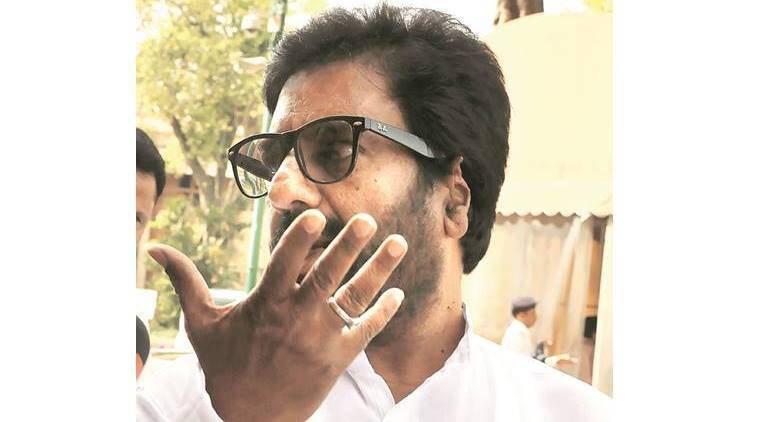 shiv sena, sena MP, shiv sena MP, ravindra gaikwad, ravindra gaekwad, air india, shiv sena MP video, MP assaults air india staff