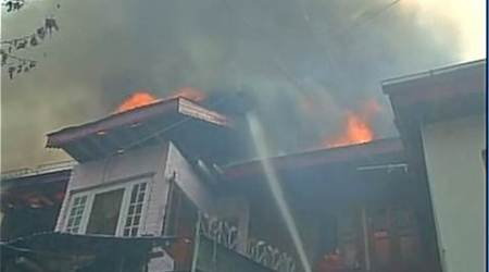 Srinagar: Fire breaks out in hutments in Chinar Bagharea