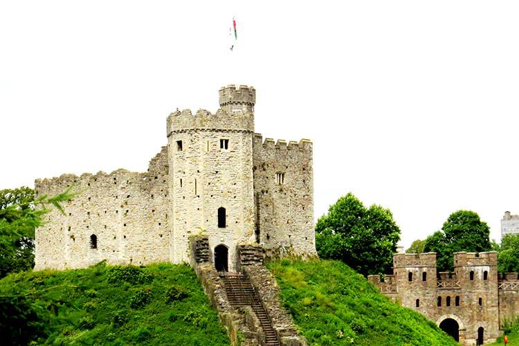 Plan your travel across Wales in 8 days — Cardiff to Conwy