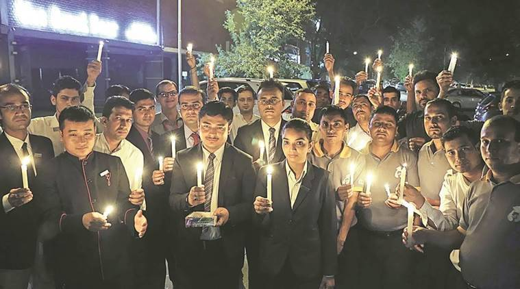 highway liquor ban, sc liquor ban, sc liquor ban protest, candle light liquor sale ban march, highway liquor sale, punjab, chandigarh news, chandigarh liquor ban candle light protest, indian express