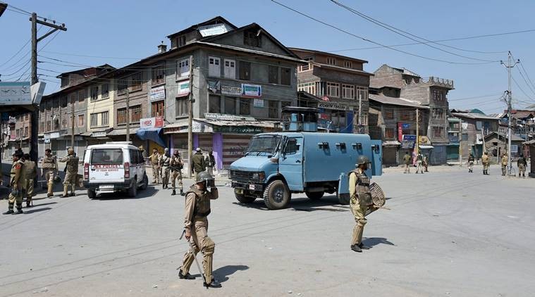Students block Highway in Banihal, allege forces highhandedness