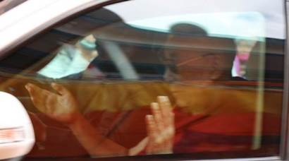 Dalai Lama reaches Tawang to a rousing welcome