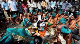 Protesting TN Farmers Drink Urine Over Drought Relief Funds, Waiver Of Loans