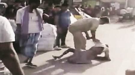 Lucknow: GRP constable suspended for 'thrashing'rickshaw-puller