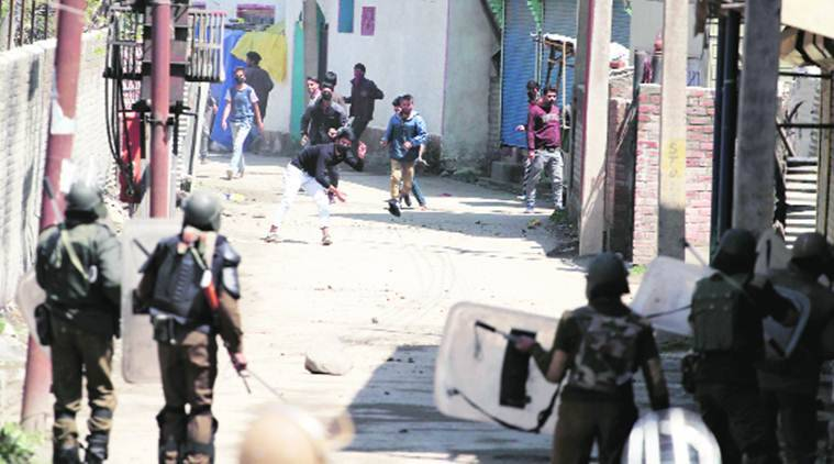 kashmir, kashmir unrest, stone pelters, kashmir stone pelters, indian army, kashmir problem, kashmir issue, india-pakistan-india, chandigarh medical institute, chandigarh doctors, india news, indian express