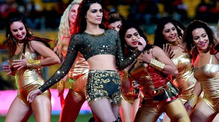 Kriti Sanon, IPL 2017, IPL 2017 bollywood performances, IPL 2017 Kriti Sanon, Kriti Sanon ipl performance, Kriti Sanon ipl, ipl Kriti Sanon, Kriti Sanon news, Kriti Sanon latest news, Kriti Sanon movies, Kriti Sanon new movie, disha patani, IPL 2017 bollywood stars, Kriti Sanon ipl 2017, entertainment news, indian express, indian express news