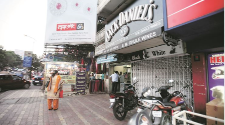 Pune: Now, ban on liquor sale on J M Road too