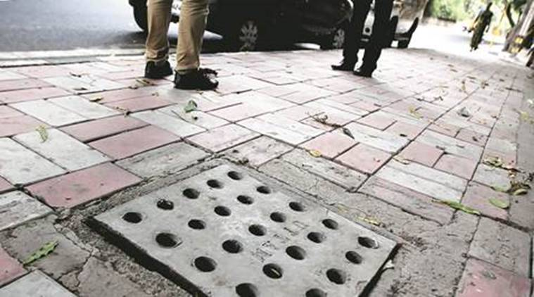 delhi, delhi monsoon, delhi manholes, manhole desilting, delhi news, indian express