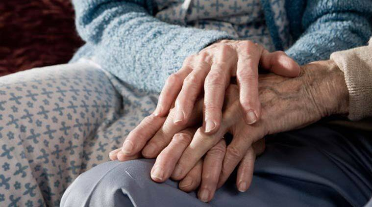 uk couple die within 4 mins, uk elderly couple die minutes of each other, couple married for 71 yrs, love story, everlasting love stories, real life love stories, indian express, indian express news