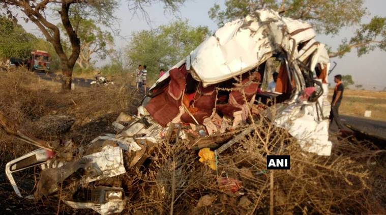 Sangli, Maharashtra bus accident, Sangli minibus accident, minibus collision, truck accident Sangli, India news, Indian Express,