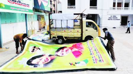 Sasikala banners removed, but AIADMK merger stuck on CM's post