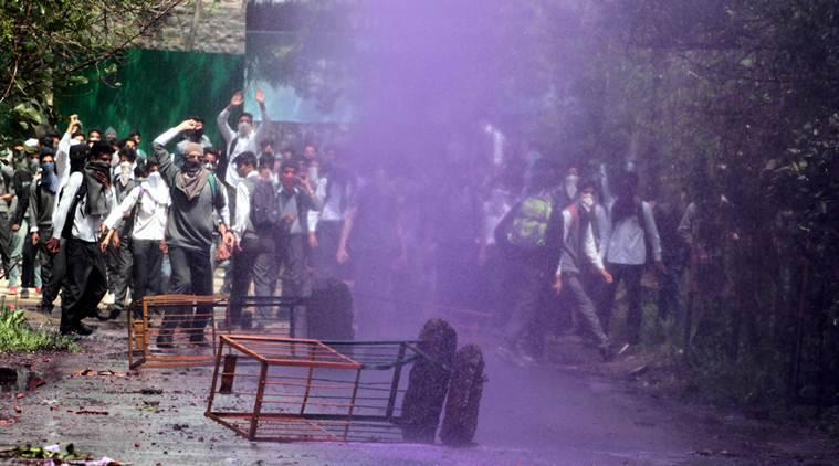 Kashmir students, India police clash in Srinagar