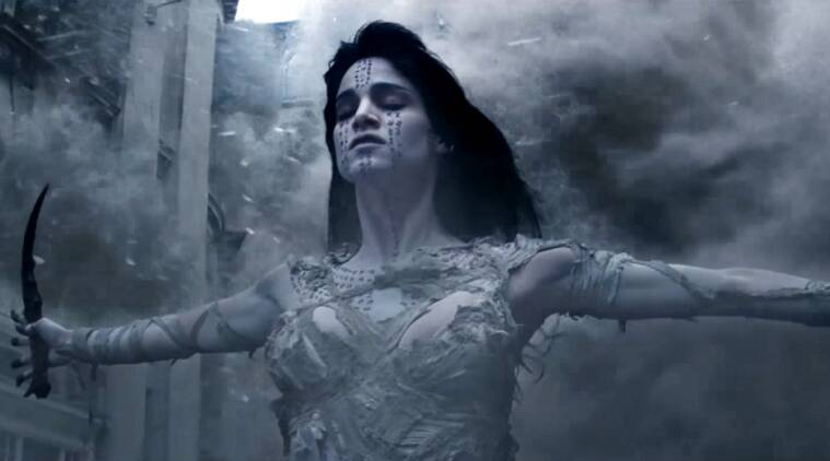 the mummy trailer tom cruise finds sofia boutella s tomb then he