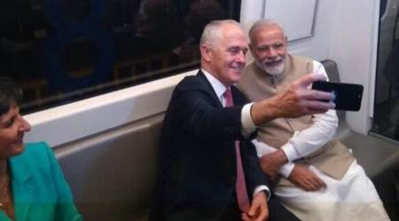 Modi, Turnbull's 'selfie moment' in Delhi as they visit Akshardham Temple