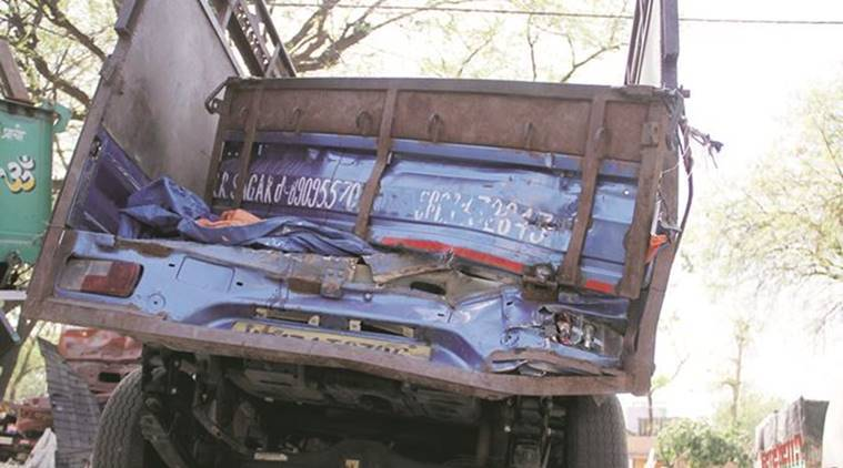 delhi accident, yamuna expressway accident, delhi road accident, delhi truck accident, indian express