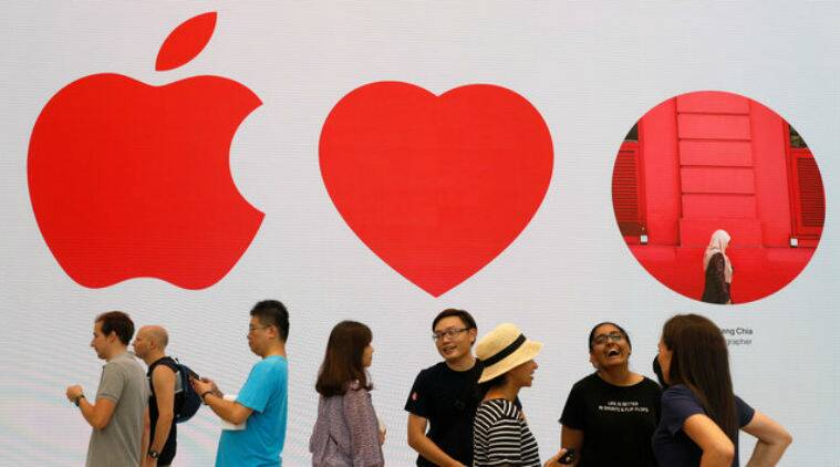 Apple. South East Asia, Singapore, First Apple shop in SE Asia, First Apple shop in Singapore, Apple Products, Apple Services, Apple fans,Singapore upmarket shopping district, iPhone, Macbook, Steve Jobs, Technology, Technology news