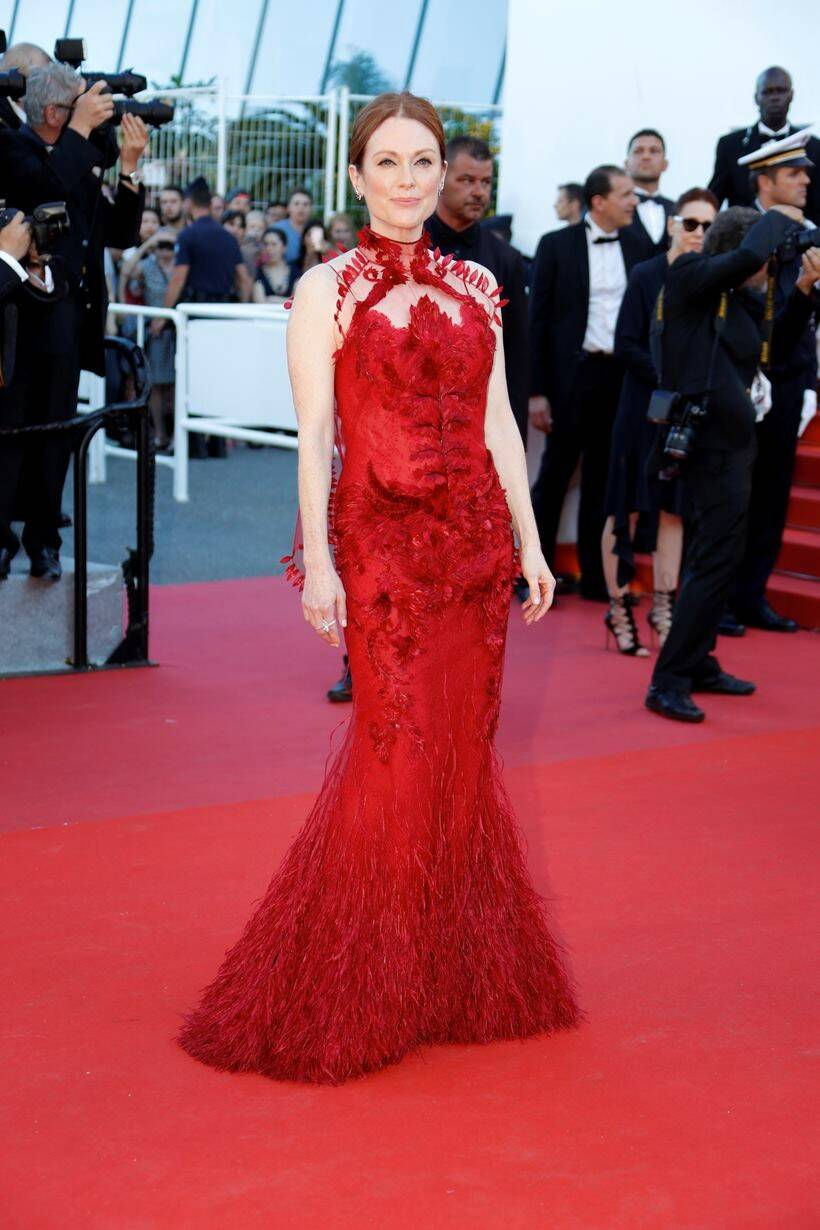 cannes 2017, cannes 2017 best dressed celebrities, cannes day 2 best dressed celebs, cannes deepika padukone, cannes jessica chastain, cannes emily rajatkwosky, cannes julianne moore, indian express, indian express news