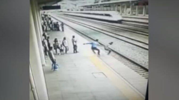 Suicide, suicide attempt, brave man, railway incident, china suicide incident, Fujian, Southeast China, latest video, viral video, trending world video, latest, Indian express, indian express news