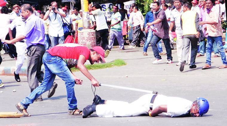 Many injured in pitched battles between police, Left Front protesters at Kolkata