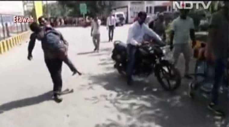 labourer carries son's body, etawah medical negligence, medical apathy, labourer-son body, odisha-dana majhi, uttar pradesh news, ambulance service, no ambulance, etawah hospital, india news, indian express