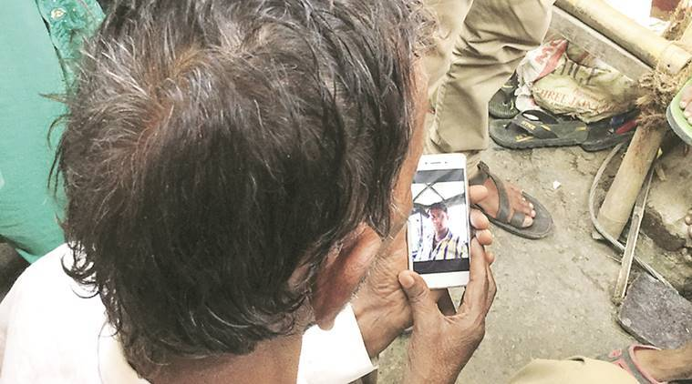 E-rickshaw driver lynching: Union Minister visits deceased's family