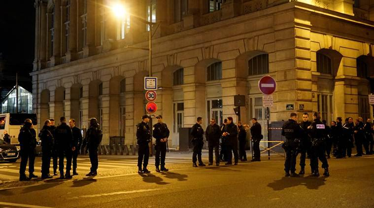france police pour in to paris train station evacuate passengers the indian express. Black Bedroom Furniture Sets. Home Design Ideas