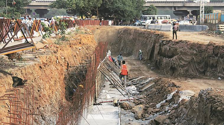 gurgaon, gurgaon roads, gurgaon flyover construction, gurgaon traffic, india news, indian express news