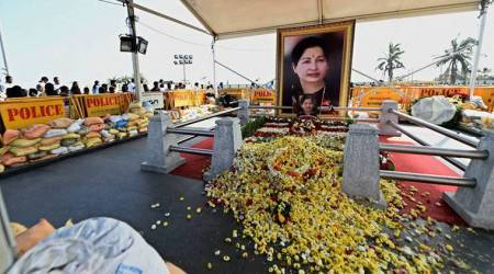 Jayalalithaa mausoleum continues to pull crowds amid disarray in AIADMK
