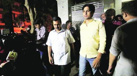 AAP crisis: As Kumar Vishwas fumes, Arvind Kejriwal pays late-night visit to salve wounds