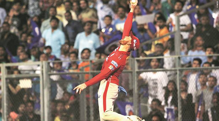 Guptill screamer helps keep Maxwell's Kings XI alive