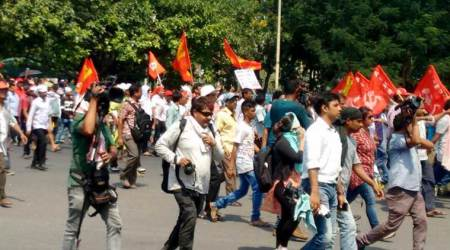 Congress condemns lathicharge on CPI-M activists during the march to secretariat