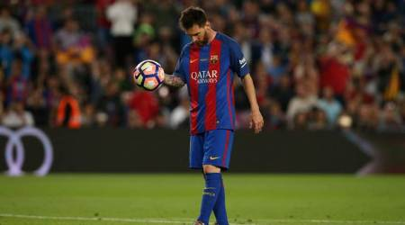 Lionel Messi to remain at Barcelona until 2021 after agreeing to new deal