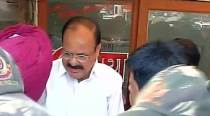 E-rickshaw driver killing: Venkaiah Naidu visits family, gives Rs 50k cheque