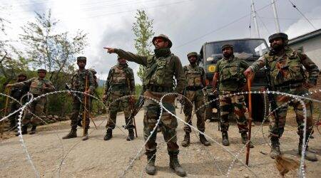 Pakistani troops target forward posts along LoC