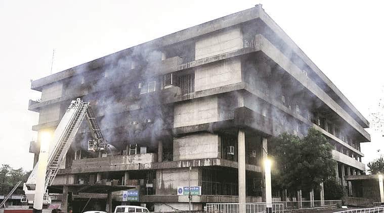 panjab university, fire at pu campus, panjab uni fire, pu admin block fire, pu admin bldg fire, panjab uni latest news, indian express