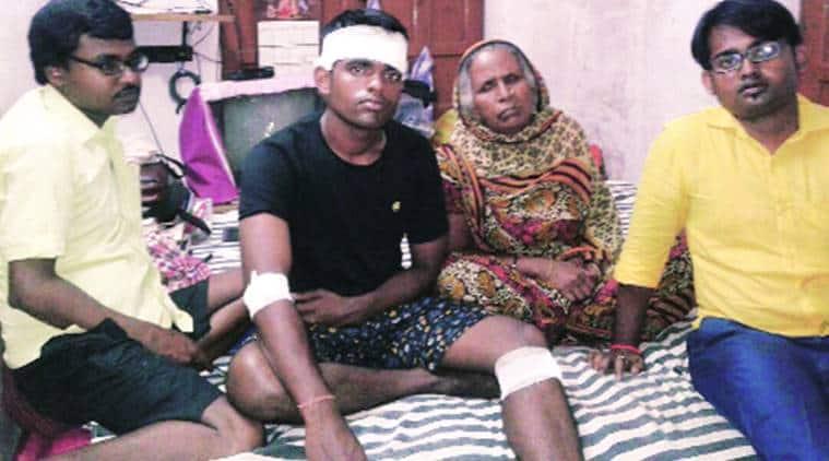 kolkata, kolkata news, kolkata jawan assaulted, kolkata jawan house, jawan asked for donation, indian express, india news