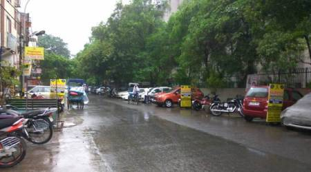 Light rains in Delhi bring down the mercury levels